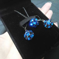 Pendant + earrings Diva