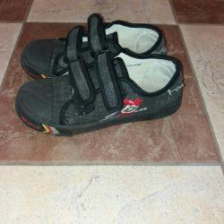 Çocuk için spor ayakkabı