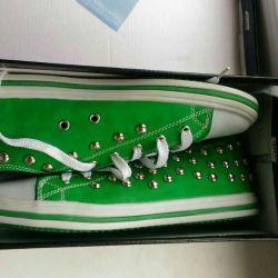 Yeni spor ayakkabılar 40R