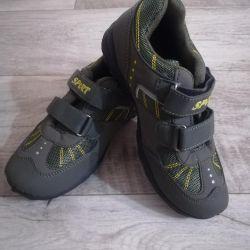Новые кроссовки на мальчиков