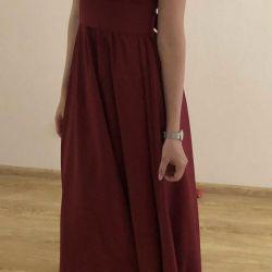 Θα πουλήσω ένα φόρεμα με το χρώμα της Marsala