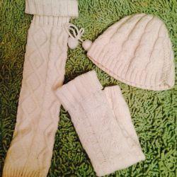 White hat and leggings