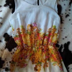 Çiçek baskı ile zeminde yeni elbise Çözüm 42