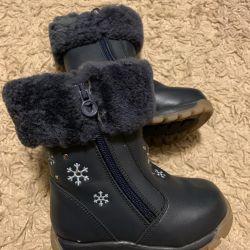 Çizme. Kız kışlık botlar