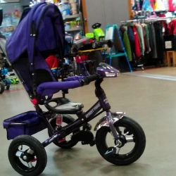 Bicycle with three-wheeled panama