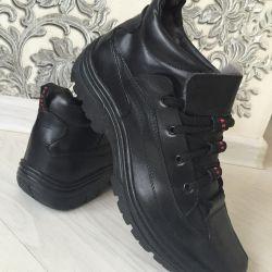 Новые зимние ботинки кроссовки