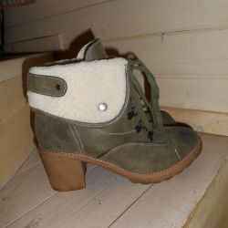 Winter boots, natural, in excellent condition)
