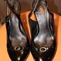 serin vernik sandalet