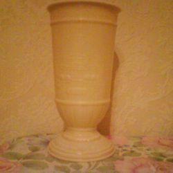 Vaza din vremurile URSS reprezentând Teatrul Bolshoi