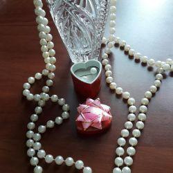 Beads suit pearls, pearls pearls.
