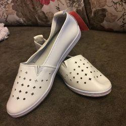 Kadınlar için bale ayakkabıları. Deri doğa. Numara 36-37