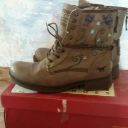 Mustang original boots with a pattern