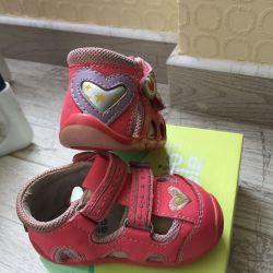 Second-hand sandals