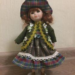 Κούκλα από πορσελάνη.