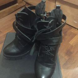 Χρησιμοποιούνται μισές μπότες