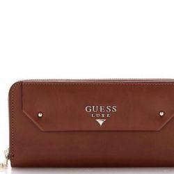 Μάζεψε το πορτοφόλι από δέρμα