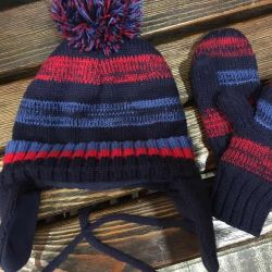 Hat and mittens on a fleece for a child of 1-3 years