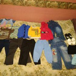 3-4 yaş arası bir çocuk için giysi çantası