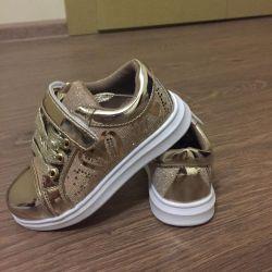 Ανδρικά πάνινα παπούτσια, νέα