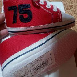 Sneakers (booties) children's new