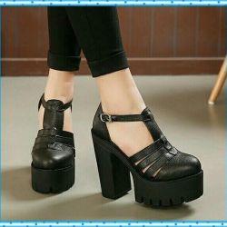 Νέα παπούτσια στη σόλα του τρακτέρ παπούτσια χωρίς παπούτσια