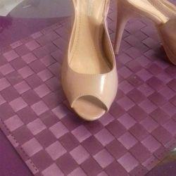 Bej sandalet boyutu 35-36