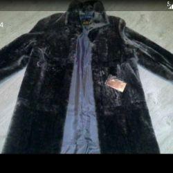 ? Ασημένιο νέο παλτό γούνας. Μούτον.