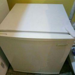 Маленький холодильник. Daewoo.