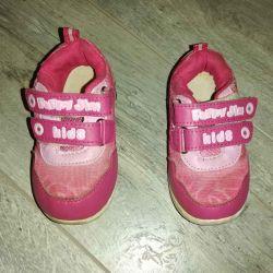 Bir kıza ayakkabı vereceğim r. Ihlamur başına ho (25 cm)