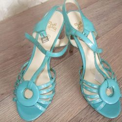 Yeni sandaletler vernik