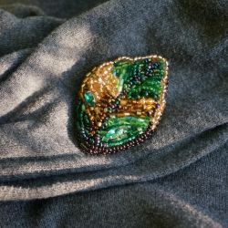Brooch from rhinestones and beads