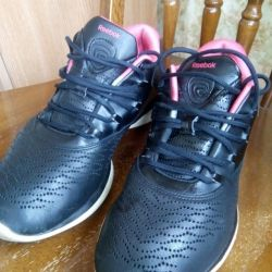 γυναικεία δερμάτινα πάνινα παπούτσια REEBOK μεγέθους 38.