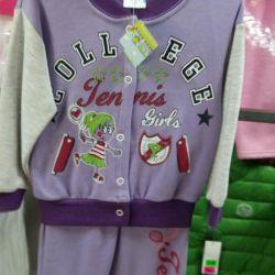 Costume noi pentru fete.