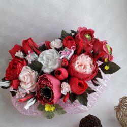 Desktop arrangement flowers in a box
