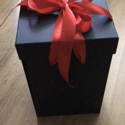 Gift box with WOW effect