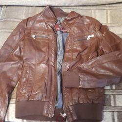 Куртка кожаная на 7-9 лет