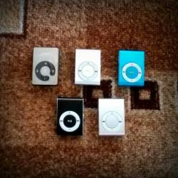 Bir set: mini oyuncu + kulaklık + USB kablosu.