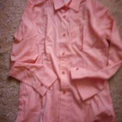 πουκάμισα ροζ και λευκά, παντελόνια καφέ και μαύρα