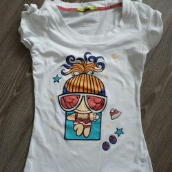 T-shirt in excellent condition. Size 40