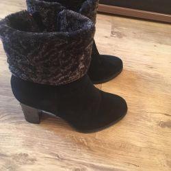 Floor boots