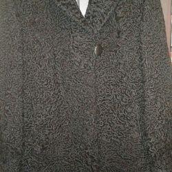 Astrakhan kürklü bir kürk manto satacağım