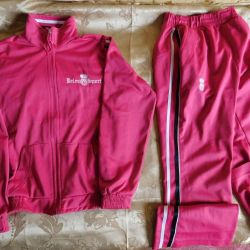 Children's pink sports suit for the girl