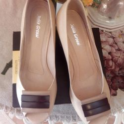 Leather shoes, new, size 39.