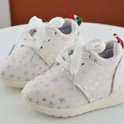 Νέα αθλητικά παπούτσια με αστερίσκους 24π