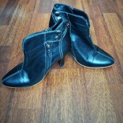 Продаю кожаные демисезонные ботинки