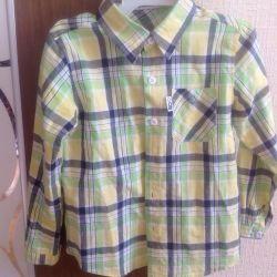 6-8 yaşlarındaki bir çocuk için gömlek.