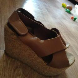 Взуття натуральна 37р