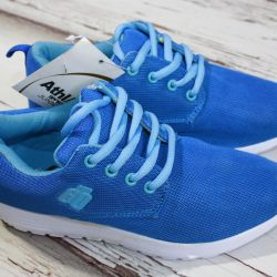 NEW Stylish Athl sport sneakers (France)