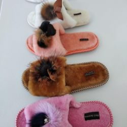 Chic slippers made of natural fur