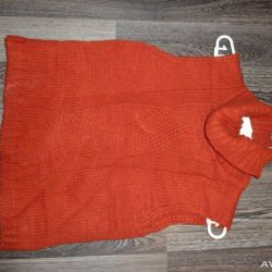 Ocher-colored sleeveless dress